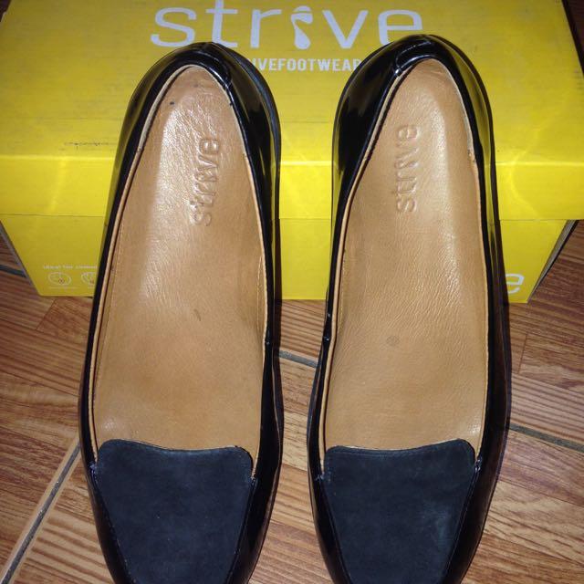 Strive Ladies Shoes/size7
