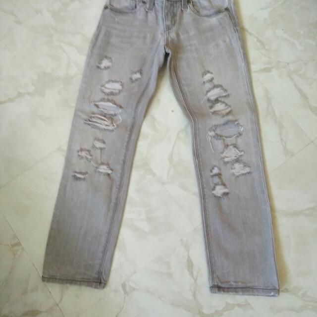 Taterd jeans for kids fit to 5 to 6 years old
