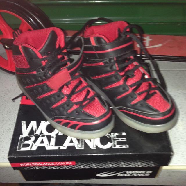 World Balance Boys Shoes/ Size 13/ No Damage