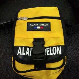 黃色小側背包