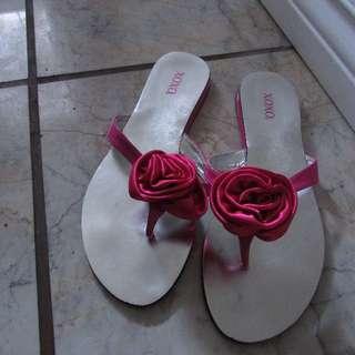 Womens Size 8 flower sandals