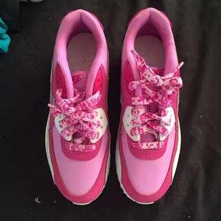 Ladies Size 6, Kids 4Y Nike Air Max