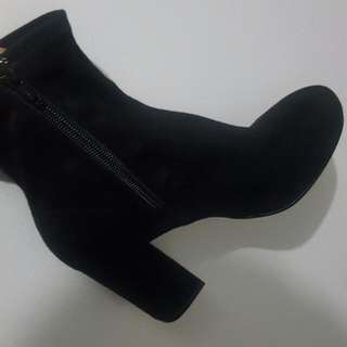 Brand New   Zara boots  Size - 39  Never worn