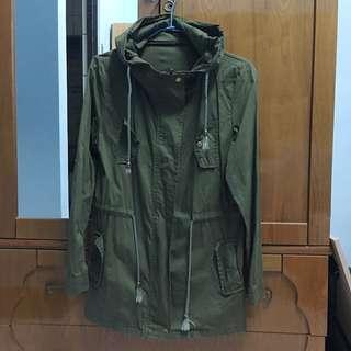 軍綠風衣外套