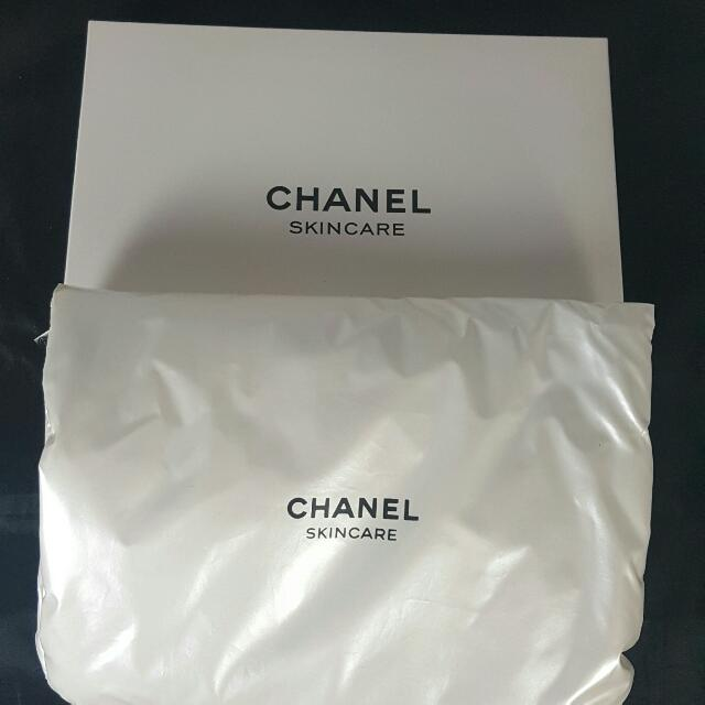 香奈兒白色柔軟塑膠布手拿包化妝包