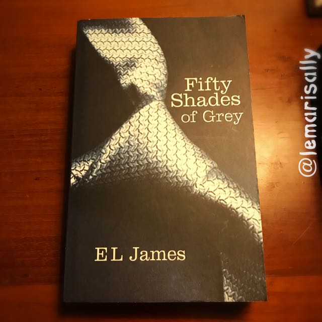 BESTSELLER - FIFTY SHADES OF GREY by EL James