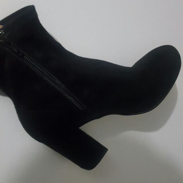 Brand New   Zara boots  Size - 39  Never worn