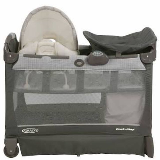 Graco Pack n Play with removable cuddle cove