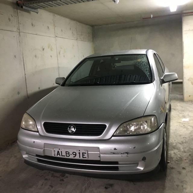 Holden Alstra 2001