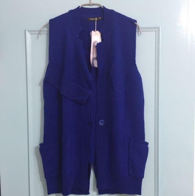 《只想清衣櫃》MOMA 亮藍色長版針織背心