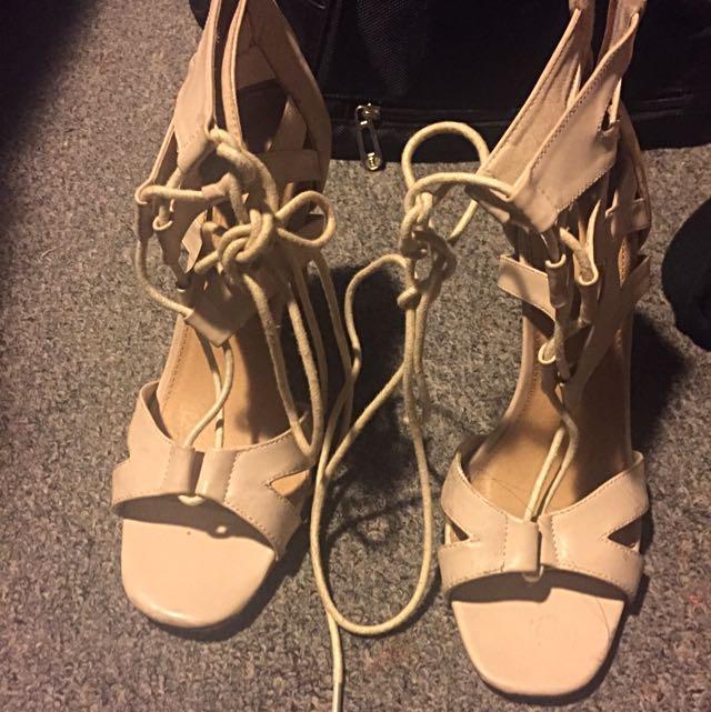 NOVO Cream Size 7 Heels