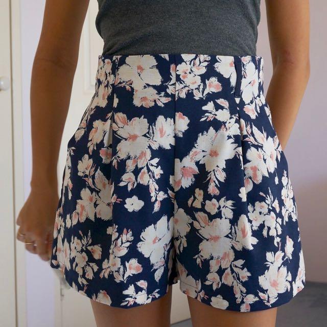 Shorts/skort Size 6-8