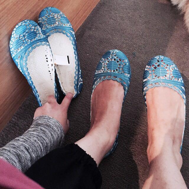 Vibrant Blue Flexible Rubber Slipper Shoes Size 6 37