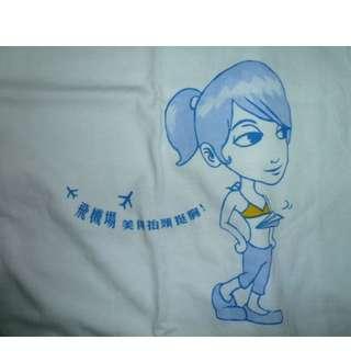 [全新] 飛機場~美得抬頭挺胸~..白色短袖圓領T恤 上衣 特別標語