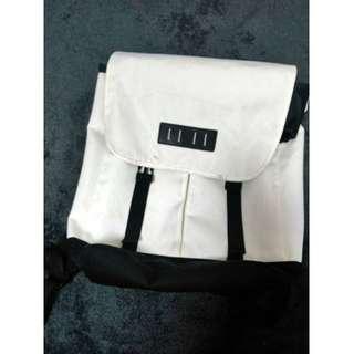 🚚 WEGO 雙肩背包 後背包 白色 大容量