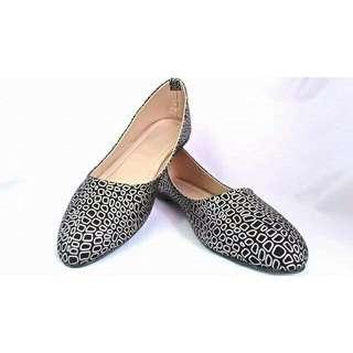 Flat Closed Shoes: Fancy