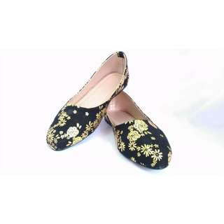 Floral Closed Shoes: Thea