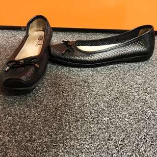 Size 37 (6) Black Leather Flats