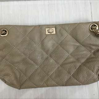 Preloved Clutch