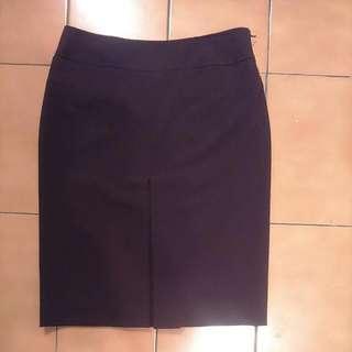 前開叉及膝窄裙