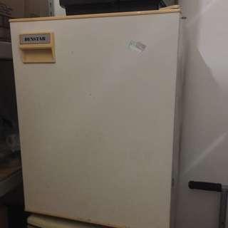 八成新 65L 雅房小冰箱 只要1800元