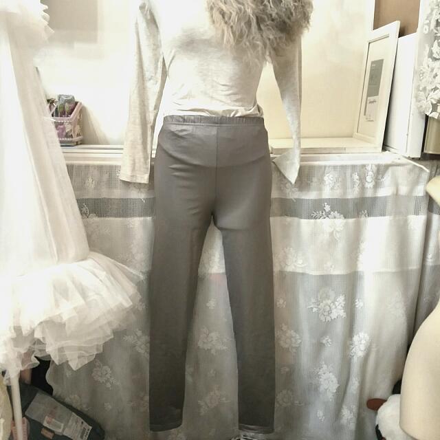 灰色彈性內搭褲