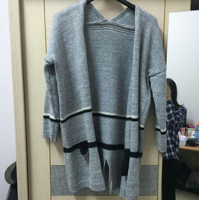 針織外套是厚的很保暖也很好搭