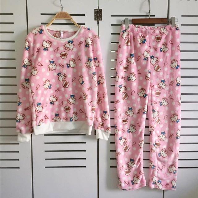 全新 現貨 Hello Kitty 凱蒂貓 點點內刷毛珊瑚絨保暖睡衣組(上衣+長褲)