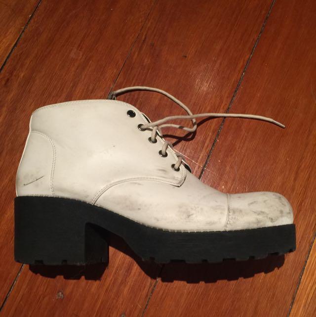 Chelsea Crew White Boots