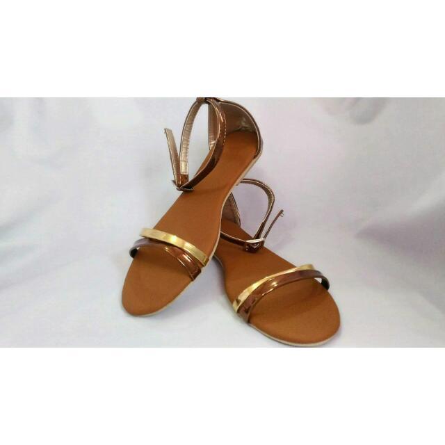 Flat Sandals: Shine