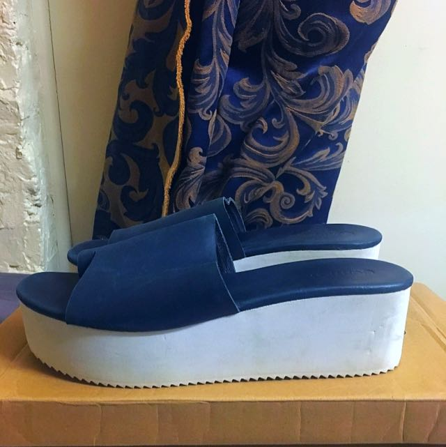 Gorman Navy/white Flatforms