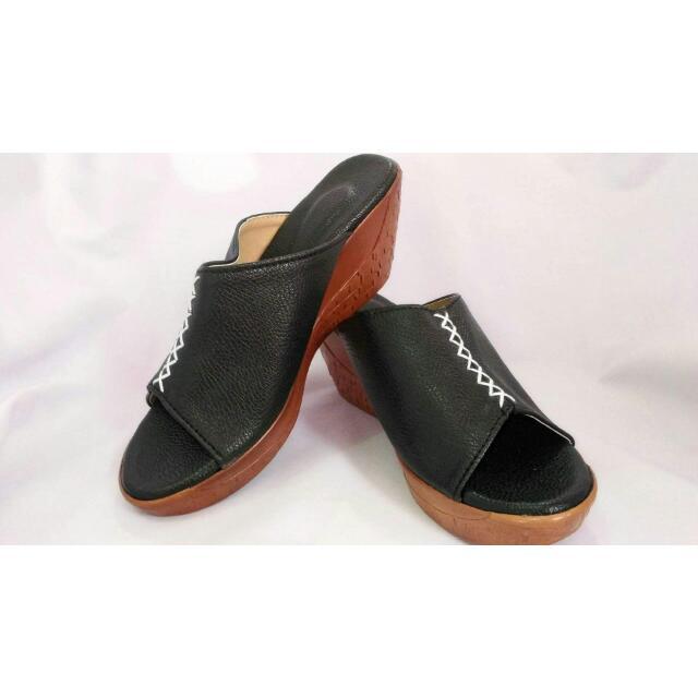 Novainn Sandals