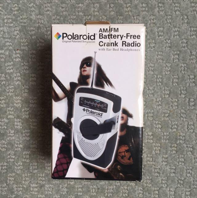 Polaroid AM/FM Battery-Free Crank Radio