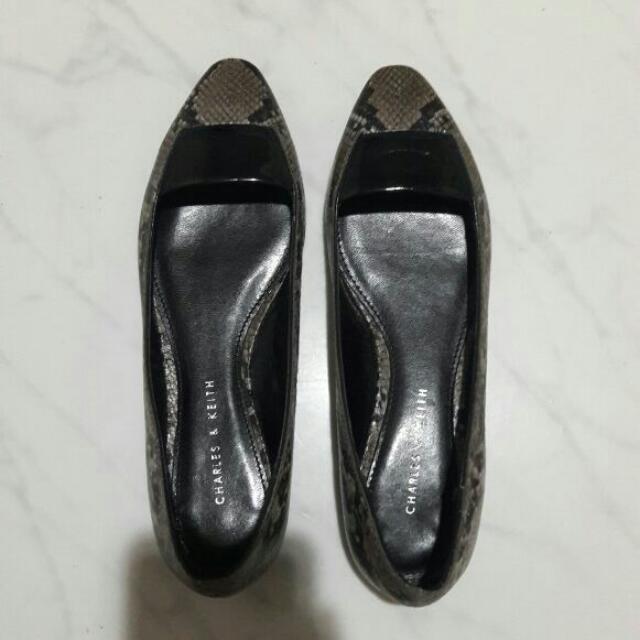Preloved Flatshoes By Charles N Keith