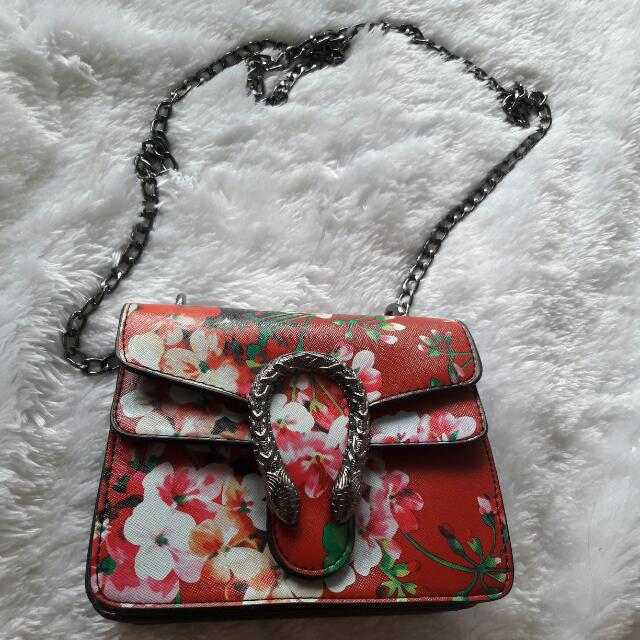 PRELOVED Runway Floral Sling Ala GUCCI