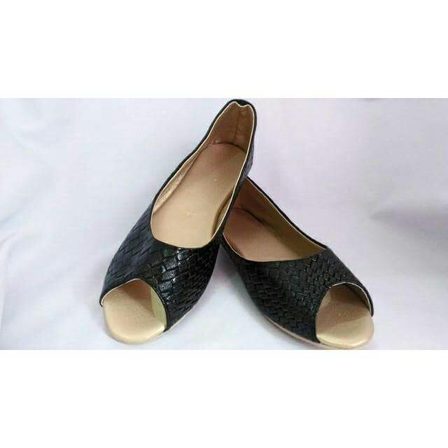 Semi-closed Shoes