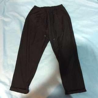黑色七分褲