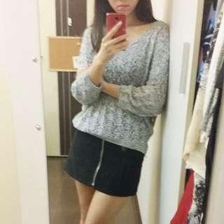 🚚 淺花灰色 大V領露肩寬鬆針織衫