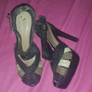 Charles And Keith Size 36