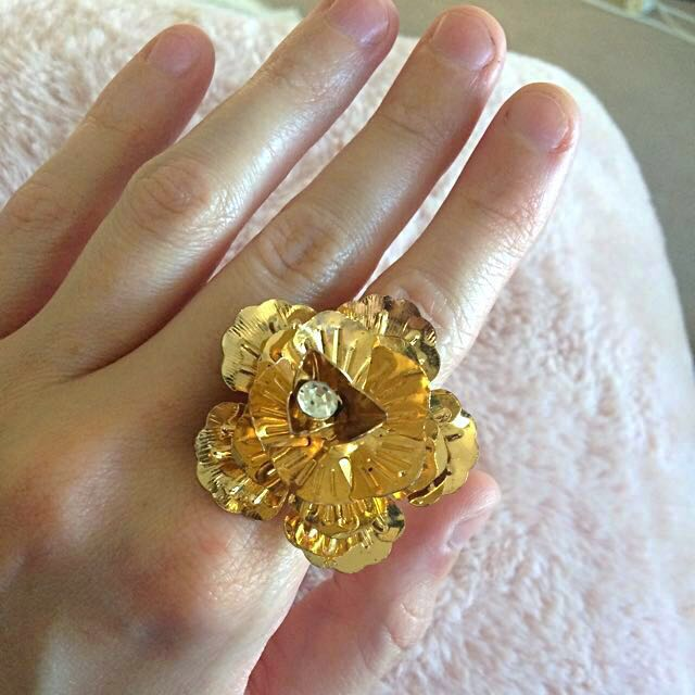 Beautiful Gold Flower Ring One Size