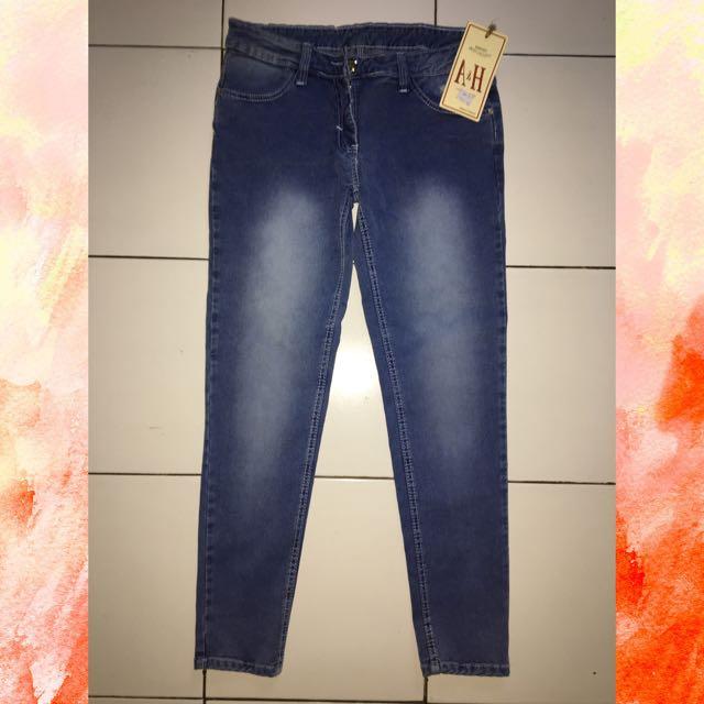 Celana Jeans Merek H & A