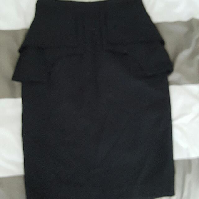 CUE Black Size 8 Corporate Skirt. knee length NEW