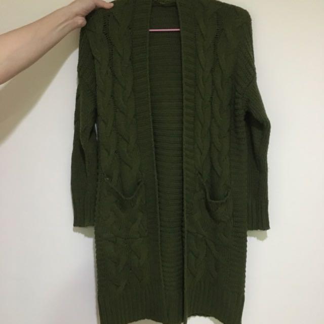 Lulu's厚針織墨綠外套