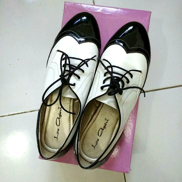 REPRICE Black And White Oxford Shoes