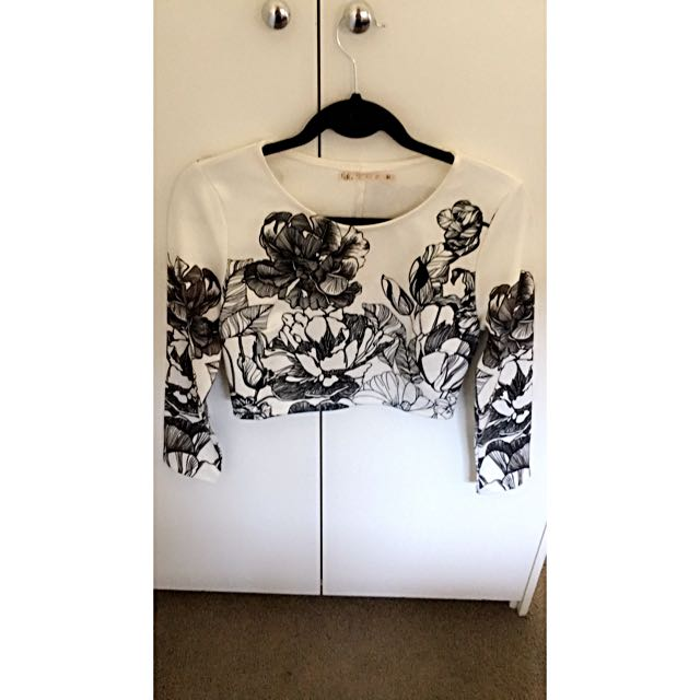 Size 10 Blossom White And Black Floral Print Long Sleeve Crop Top