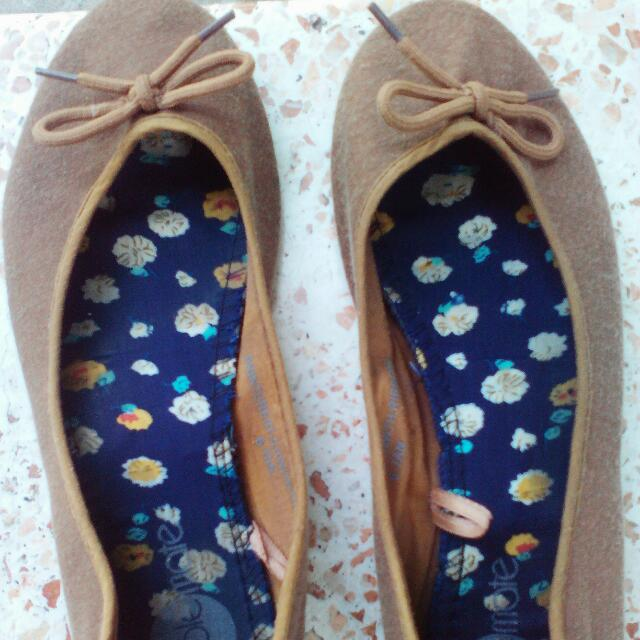 Solemate Brown Flats