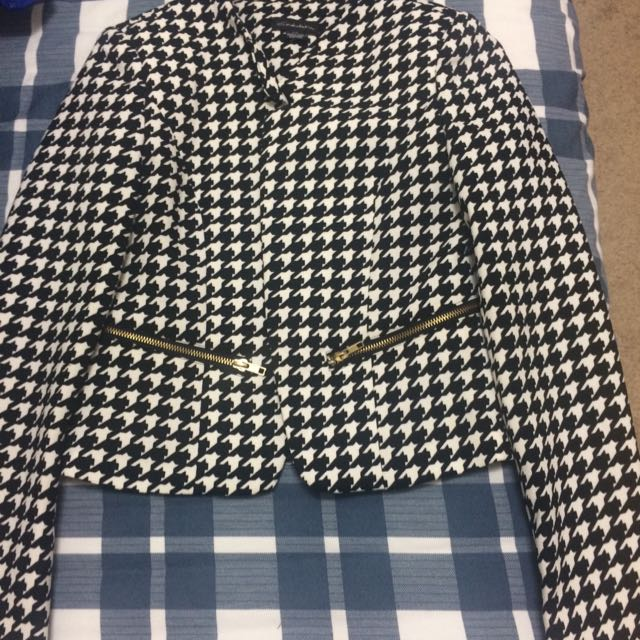 WHITE/BLACK PATTERNED BLAZER