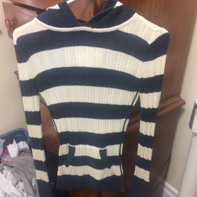 XS CAMPUS CREW SWEATER