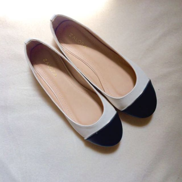 ZALORA Basic Ballerinas with Toe Caps