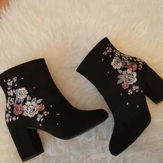 Floral Embroidered Heel Boots